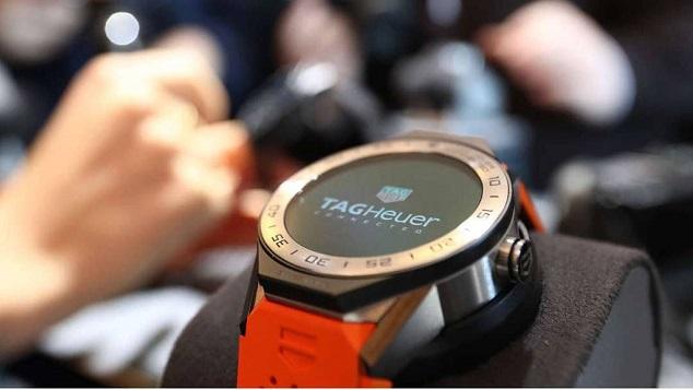 802b9179e6c Marcas de relógio se reinventam para competir com Apple - SECSP ...